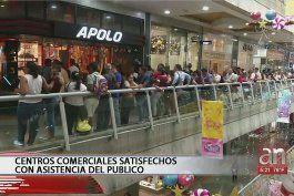 compradores venezolanos euforicos con el primer viernes negro