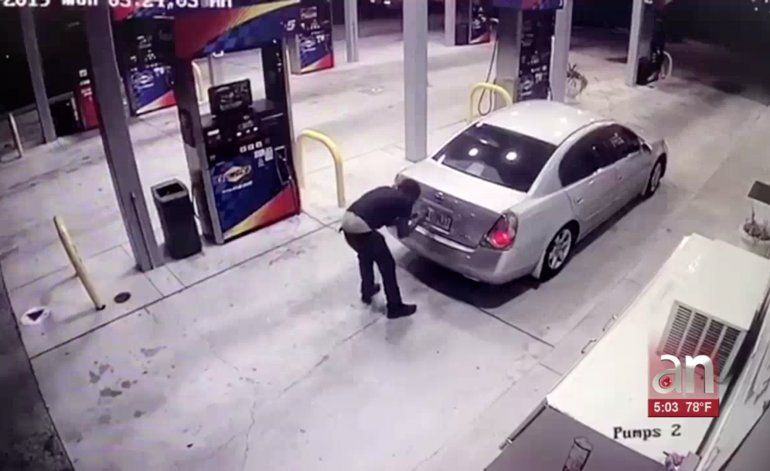 Arrestan a un hombre involucrado en robo de un auto a mano armada