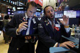 wall street cierra con ganancias tras alza de contrataciones