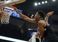 giannis anota 27 en 25to cumpleanos, bucks arrollan a clips