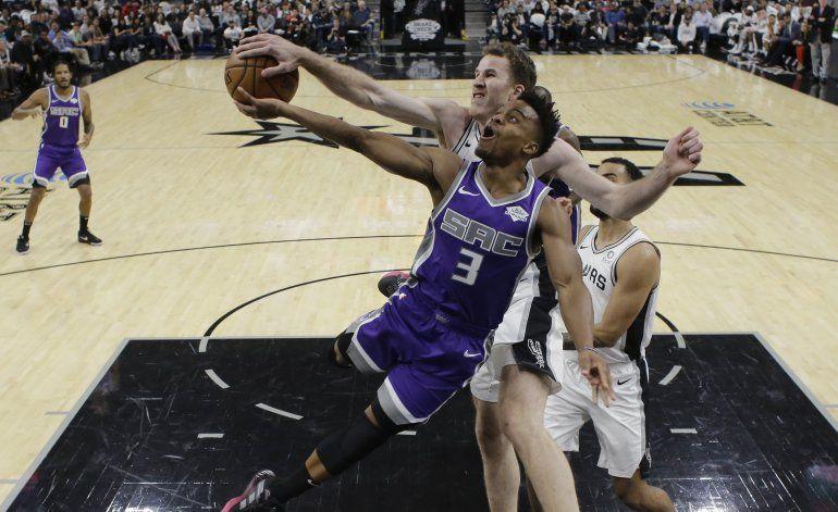 Aldridge, Spurs remontan para vencer a Kings en tiempo extra