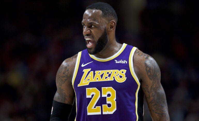 Anthony Davis encesta 39 y Lakers aplastan a Blazers 136-113