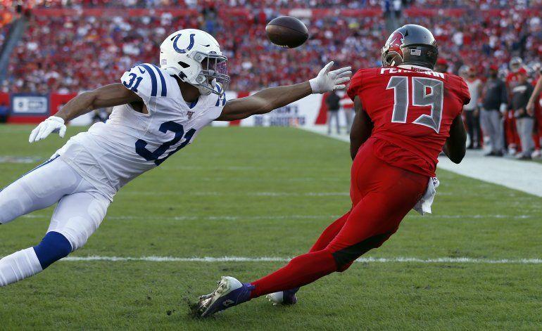 Winston lanza 4 pases de TD en triunfo de Bucs sobre Colts