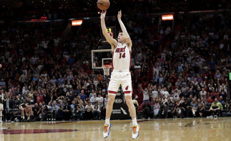 Herro se viste de héroe por el Heat en triunfo sobre Bulls