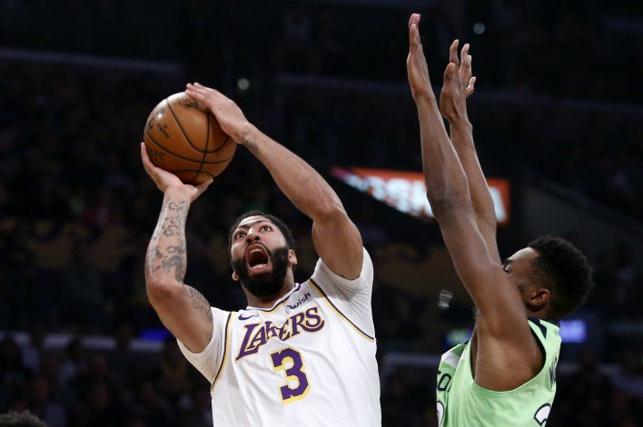 Davis anota 50 puntos, Lakers derrotan 142-125 a Minnesota