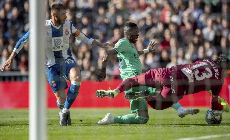 Vinícius Júnior aprovecha oportunidad en el Madrid