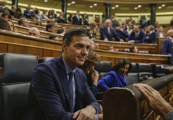 El rey de España inicia consultas para formación de gobierno