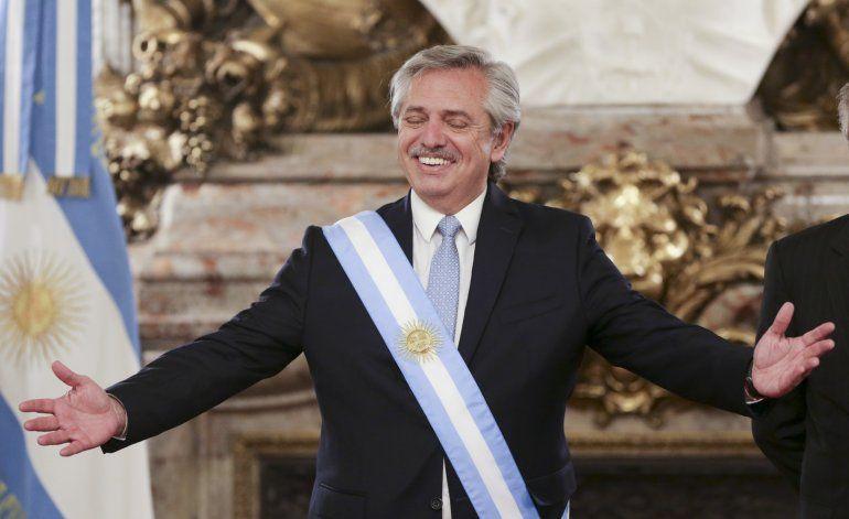 AP EXPLICA: Fernández asume en Argentina inmersa en crisis