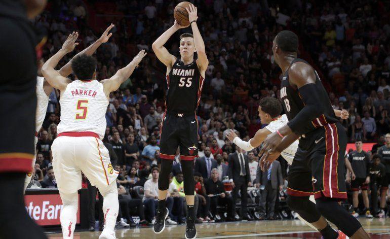 Heat despierta en la prórroga y doblega a Hawks