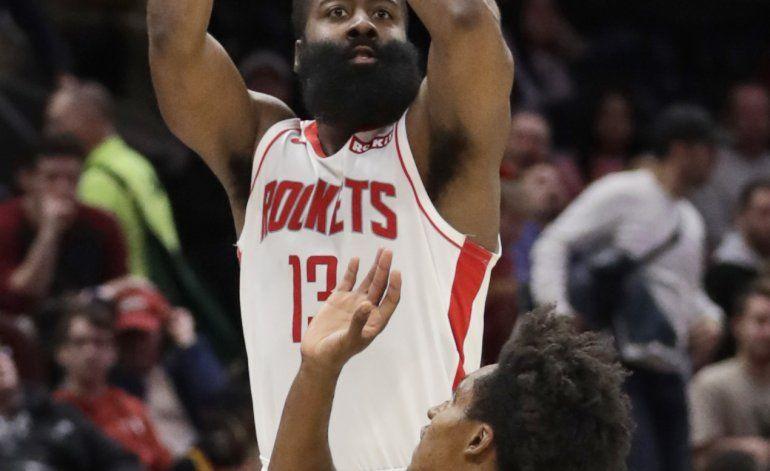 Con 55 puntos de Harden, Rockets resisten ante Cleveland
