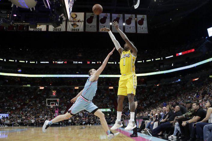 Con 33 puntos de Davis, Lakers se imponen 113-110 al Heat
