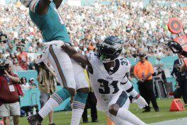dolphins alargan contrato a receiver devante parker