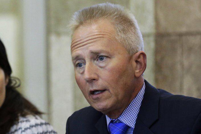 Fuente AP: Legislador Van Drew planea hacerse republicano