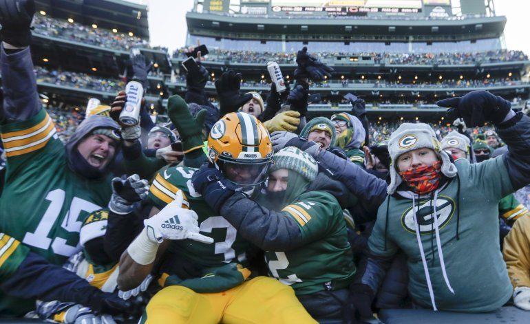 Jones anota 2 veces; Packers completan barrida sobre Bears