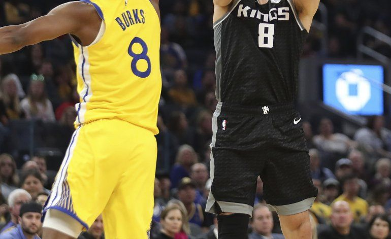 Con 25 puntos de Bogdanovic, Kings arrollan a Warriors