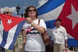 centenares de cubanos piden en miami la reactivacion del programa de reunificacion familiar