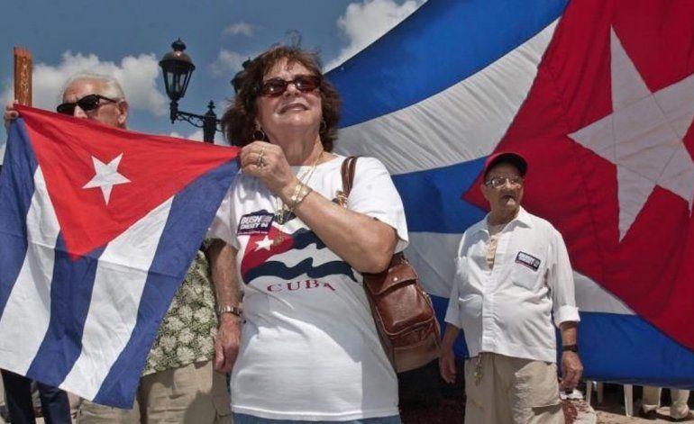 Centenares de cubanos piden en Miami la reactivación del programa de reunificación familiar