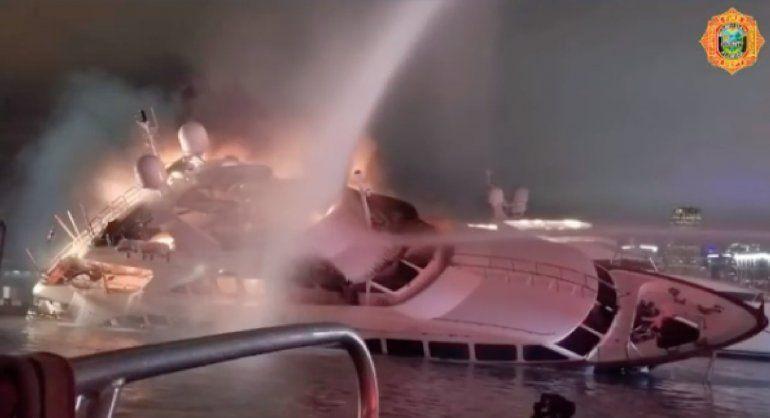 El lujoso yate de 7 millones de dólares de Marc Anthony se consumió en llamas en  Watson Island, Miami