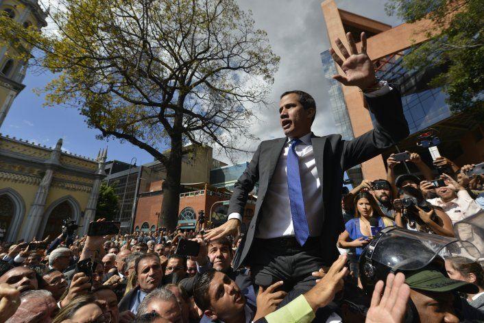 Venezuela: opositor Guaidó retoma el control del Congreso