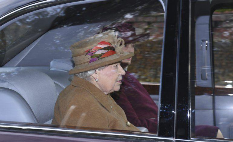 Reina accede a mudanza parcial de Enrique y Meghan a Canadá