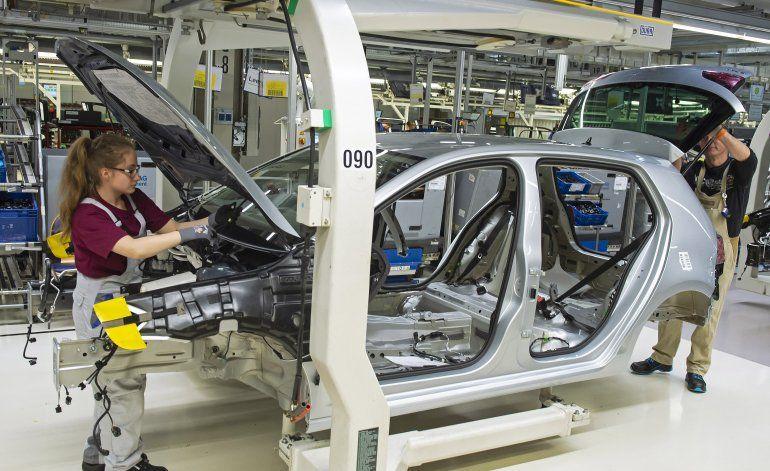 Volkswagen bate récords de venta, aspira a liderar el sector