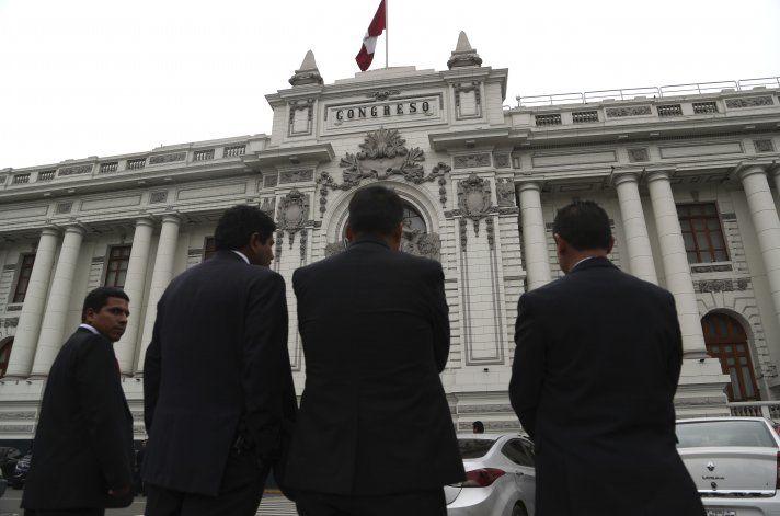 Perú: Tribunal Constitucional apoya cierre del Parlamento