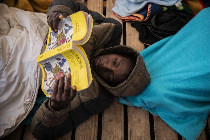 Casi 1.000 migrantes rescatados en mar devueltos a Libia
