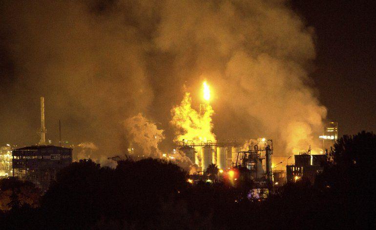 España: Estalla planta petroquímica; 1 muerto y 9 heridos