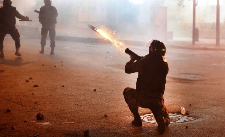 Fuerzas de seguridad chocan con manifestantes en Líbano
