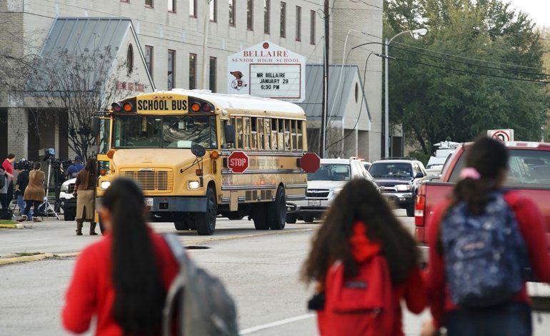 Matan a disparos a estudiante en escuela de Texas