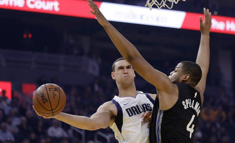 Powell y Doncic lideran a Mavericks ante maltrechos Warriors
