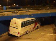 autobus impacta con un puente a la salida del tunel de la habana