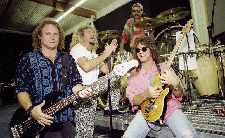Roban de depósito guitarras firmadas por estrellas de rock