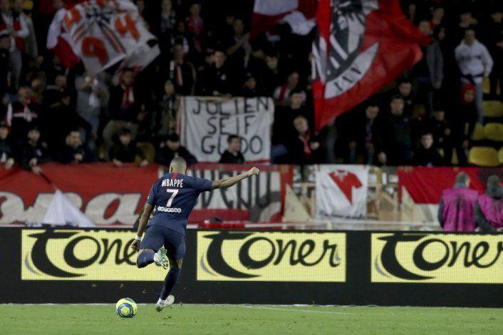 Mbappé anota 2 ante su antiguo equipo; PSG vence a Mónaco