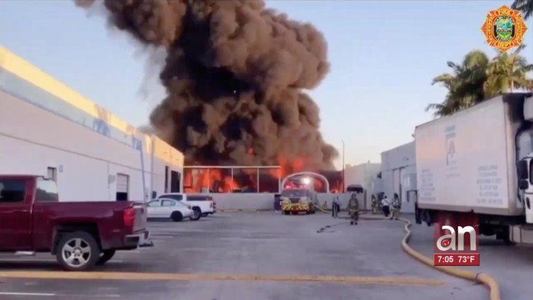 Se desata un fuego en una empresa de tratamiento y reciclaje de petróleo en el Doral