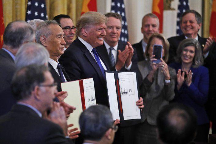 EEUU y China firman acuerdo comercial que reduce tensiones