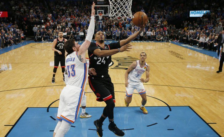 Powell aporta 23 puntos; Raptors resisten y vencen a Thunder