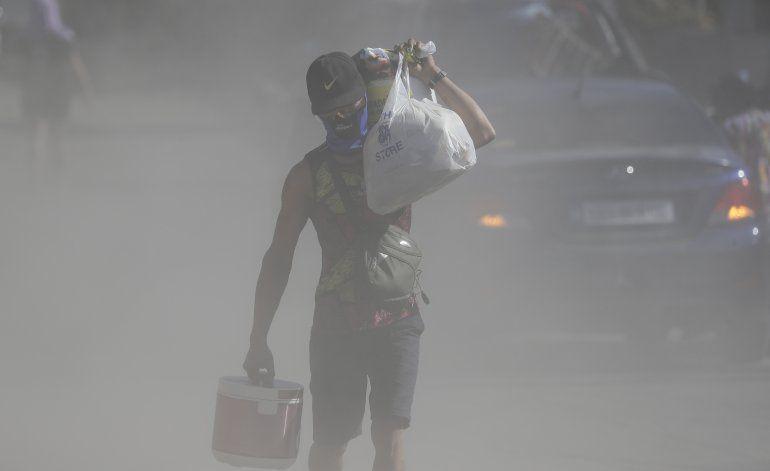 Filipinas: Los sismos del volcán Taal hacen huir a más gente