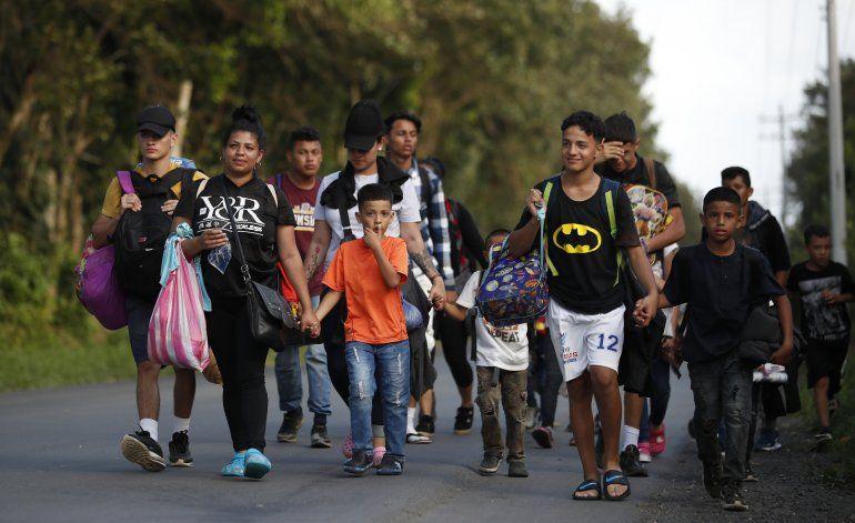 Migrantes rumbo a EEUU llegan a Guatemala entre nuevos retos