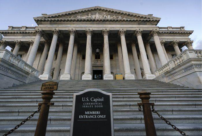 Inspectoría de EEUU: Se violó ley al retener ayuda a Ucrania