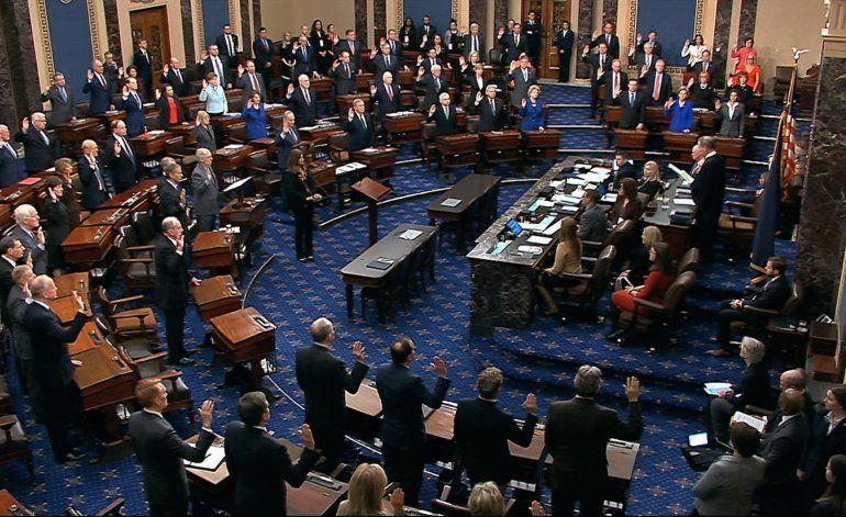 """Senado jura """"justicia imparcial"""" en juicio político a Trump"""