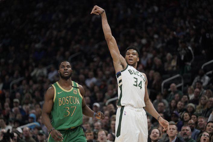Giannis aporta 'doble doble'; Bucks superan a Celtics