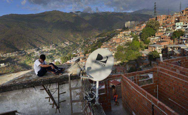 Dura disyuntiva de DirectTV y AT&T en Venezuela