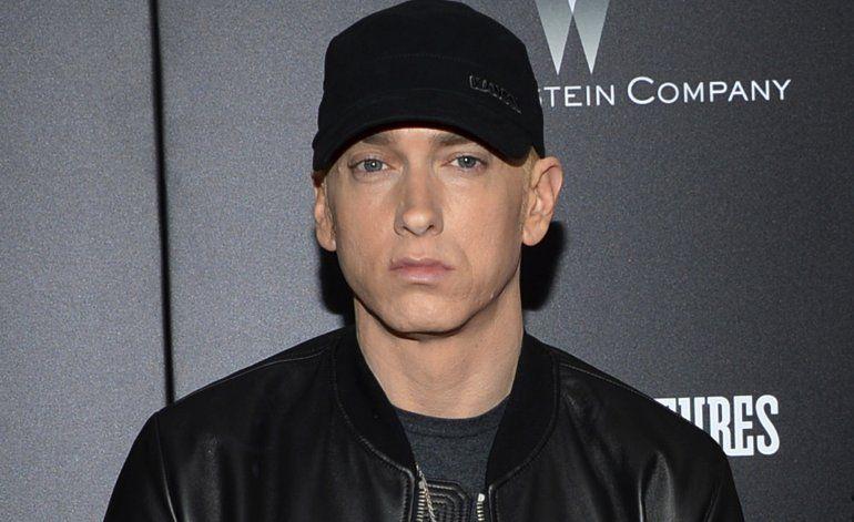 Eminem lanza álbum sorpresa, llama a cambio a leyes de armas