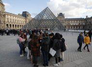 cierra el louvre mientras siguen las huelgas en francia