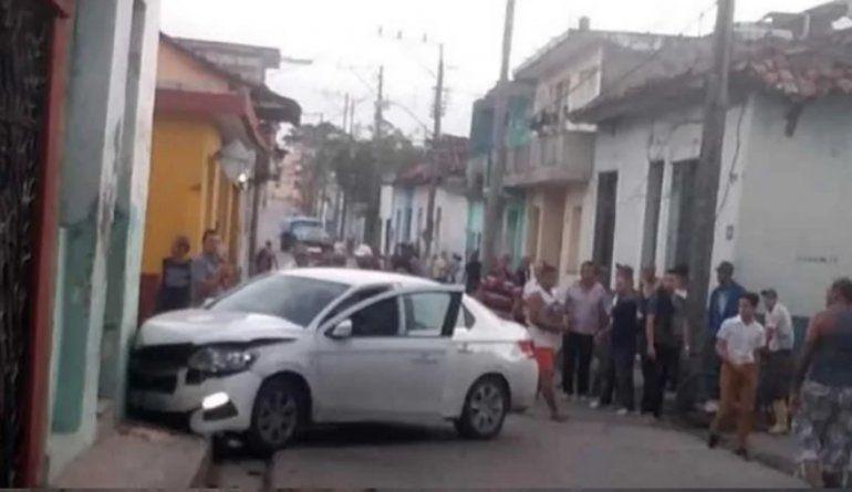 Persecución policial en S. Spíritus provoca aparatoso accidente