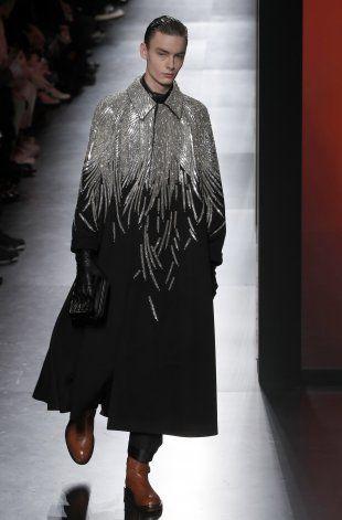 Dior causa revuelo con su colección para caballeros en París
