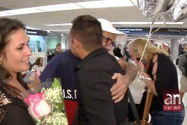 familia cubana llega a miami  gracias a la loteria internacional de visas