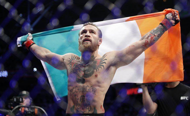 Conor McGregor vuelve a UFC y tumba a Cerrone en 40 segundos