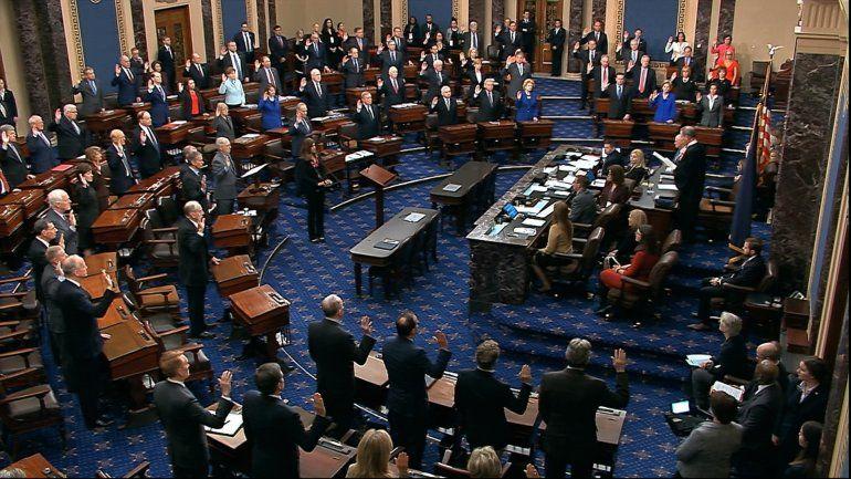 Para juicio a Trump, senadores no podrán hablar ni salir